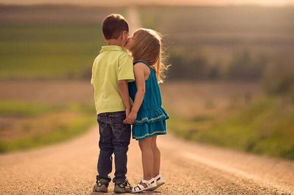 有关感情的唯美句子:有些人,一旦遇见,便一眼万年